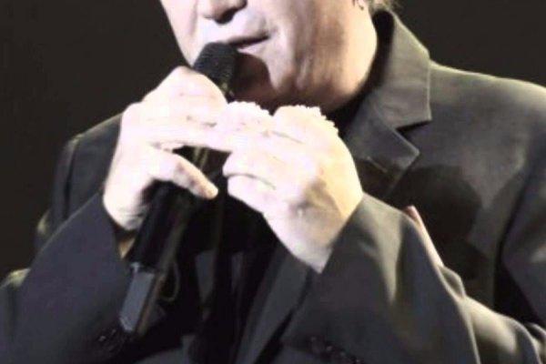 Πασίγνωστος Έλληνας τραγουδιστής παραδέχεται τον εθισμό του στον τζόγο (φωτό)