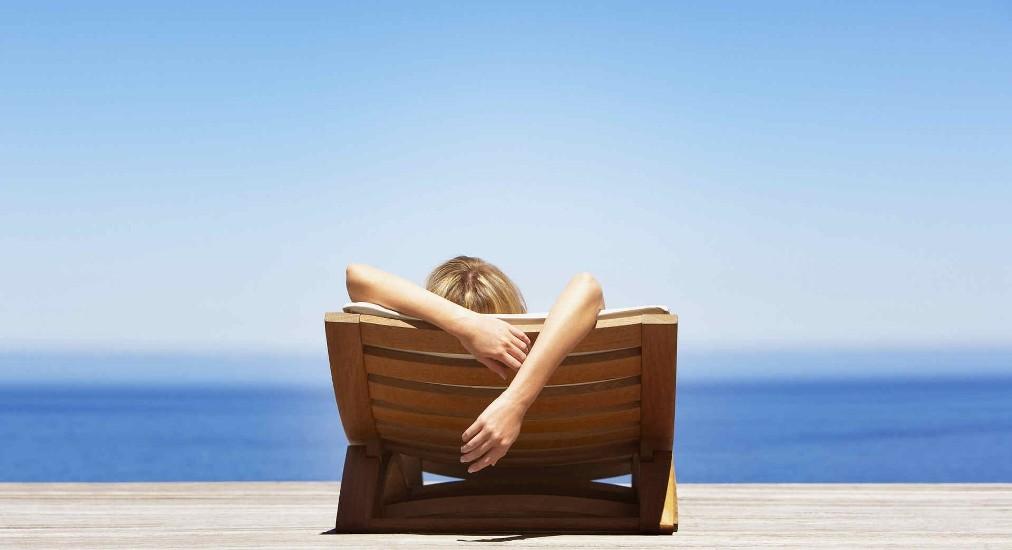 Περισσότεροι από τους μισούς Έλληνες δεν μπορούν να κάνουν ούτε μία εβδομάδα διακοπές