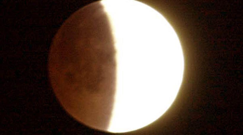 Πανσέληνος και μερική έκλειψη Σελήνης τη Δευτέρα