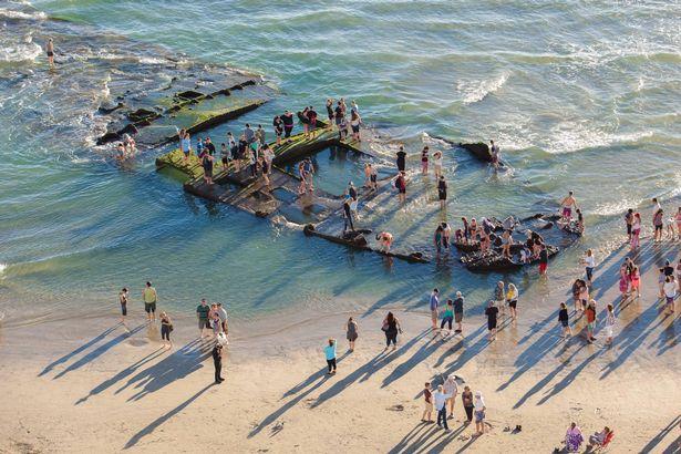 Αυτό το  Πλοίο – Καζίνο Ναυάγησε Πριν από 80 Χρόνια! Σοκαρισμένοι οι Λουόμενοι στην Παραλία δεν Πίστευαν ότι…