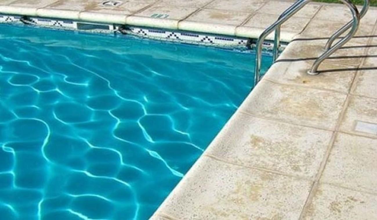 Ρέθυμνο: Τουρίστρια κολυμπούσε σε πισίνα και βρήκε κάλυκα όπλου
