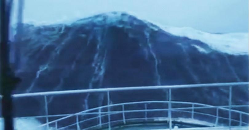 Κύμα 30 μέτρων «καταπίνει» πλοίο στη Βόρεια Θάλασσα (βίντεο)