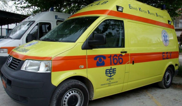 Λάρισα: Λύθηκε το χειρόφρενο αυτοκινήτου και παρέσυρε πεζό