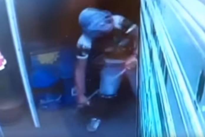 Χανιά: Ο πιο αποτυχημένος ληστής – Έβαλε σακούλα στο κεφάλι και έκλεψε πατατάκια [βίντεο]