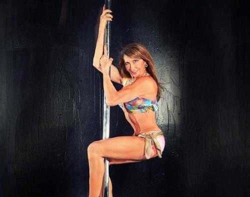 Η παγκόσμια πρωταθλήτρια pole dancing έχει πατήσει τα 66 [φωτο+βίντεο]
