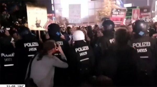 Διαμαρτυρίες και επεισόδια έξω από το εκλογικό κέντρο του AfD στο Βερολίνο