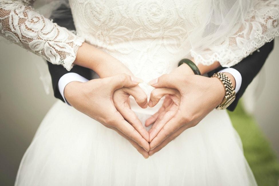 Γαμπρός ζήτησε από τους καλεσμένους να πληρώσουν για να πάνε στον γάμο του