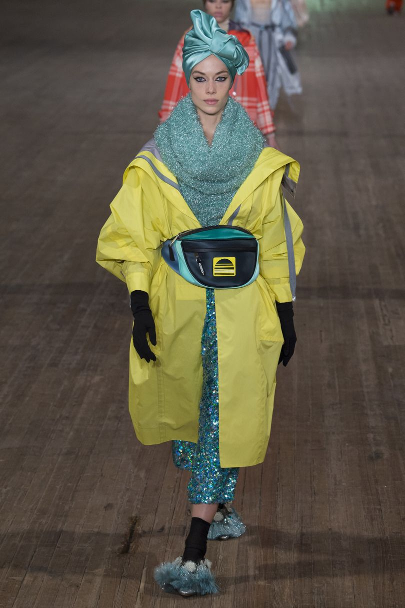 Η NWFW S/S 2018 μόλις τελείωσε και εσύ χρειάζεται να συγκρατήσεις μόνο αυτά τα 5 fashion trends