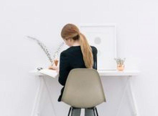 6 τρόποι για να χάσεις βάρος χωρίς καν να σηκωθείς από το γραφείο σου