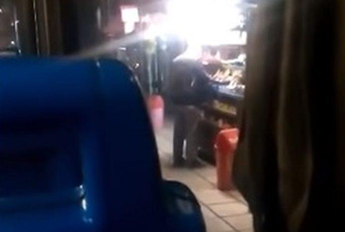 Οδηγός του ΟΑΣΘ άφησε τη βάρδια και πήγε στο περίπτερο για τσιγάρα [βίντεο]