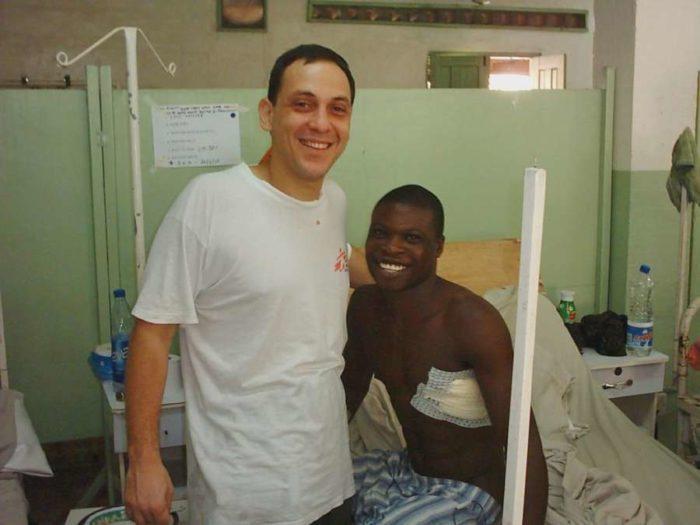 Ο Πατρινός γιατρός που σώζει ζωές στις εμπόλεμες ζώνες του πλανήτη