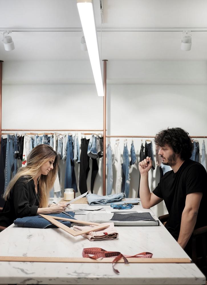 Denimania: Μιλήσαμε με τους δημιουργούς του πιο διάσημου ελληνικού brand με jeans, «Salt&Pepper»