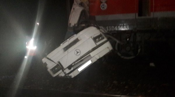 Τραγωδία στη Ρωσία: 19 νεκροί σε σύγκρουση λεωφορείου με τρένο (ΦΩΤΟ)