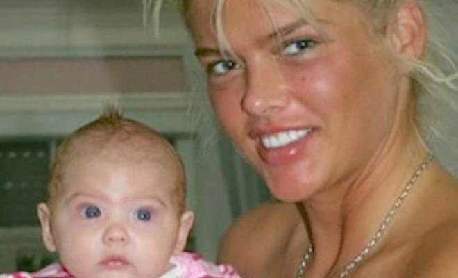 10 χρόνια μετά τον θάνατο της Αν Νικόλ Σμιθ οι φωτογραφίες της κόρης σαρώνουν στο διαδίκτυο. Δείτε την και θα καταλάβετε αμέσως γιατί!