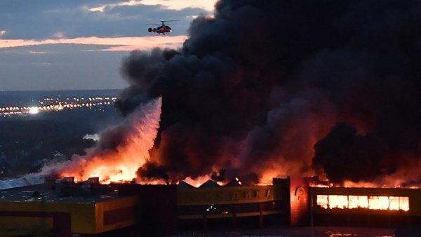 Μεγάλη φωτιά σε εμπορικό κέντρο στη Μόσχα (ΦΩΤΟ)