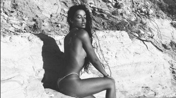 Η Ελένη Φουρέιρα λέει τόπλες «αντίο» στο καλοκαίρι