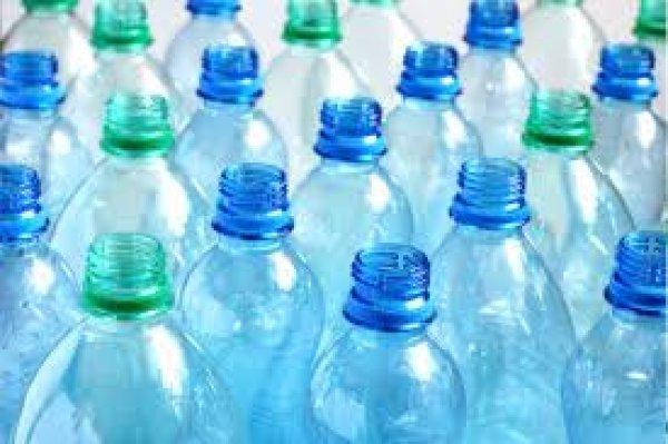 Ποια πλαστικά μπουκάλια νερού έχουν τα λιγότερα μικρόβια;