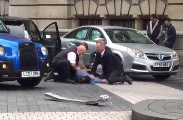 Αυτοκίνητο έπεσε πάνω σε πεζούς  στο Λονδίνο (ΦΩΤΟ)