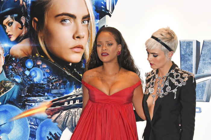 Η Cara Delevingne εξηγεί γιατί κοίταζε το στήθος της Rihanna στη φωτογραφία που έγινε viral