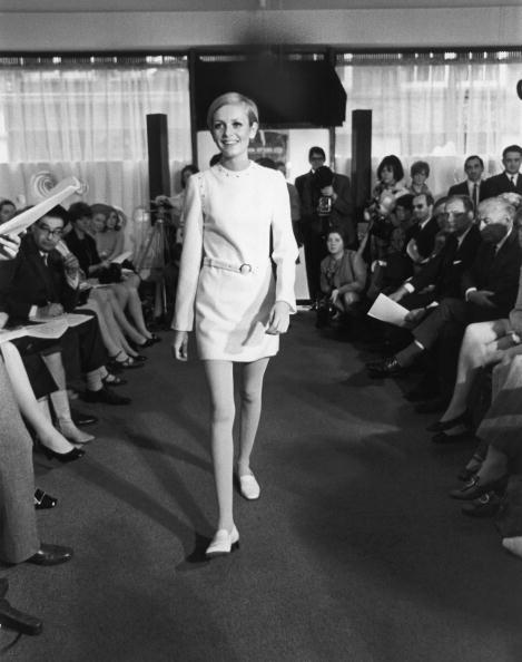 Swinging Sixties: 3 fashion trends από τη δεκαετία του '60 που είναι και πάλι επίκαιρα