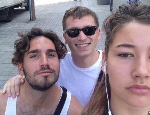 Αυτή η κοπέλα βγάζει selfie με κάθε άνδρα που την παρενοχλεί [φωτο]