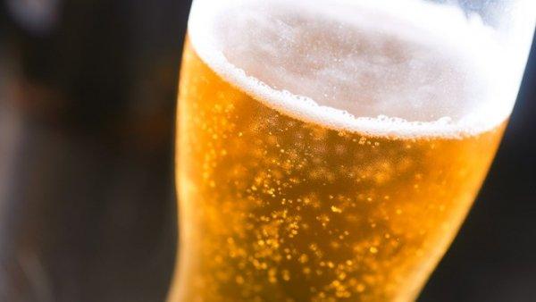 Το κόλπο για να παγώσετε μια μπύρα μέσα σε 3 λεπτά