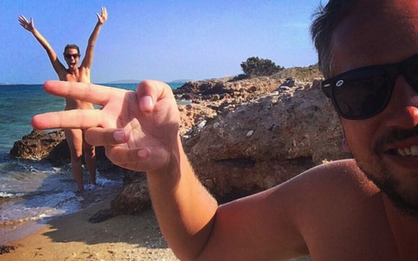 Το ζευγάρι που γυρίζει ολογuμνο όλο τον κόσμο – Οι στάσεις του στην Ελλάδα (φωτό)
