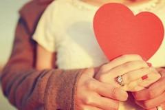 Γιατί τα γλυκόλογα που λες στον σύντροφό σου, μπορούν να καταστρέψουν τη σeξουαλική σου ζωή