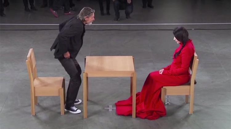 Είχε να δει την γυναίκα της ζωής πάνω από 22 χρόνια. Προσέξτε τώρα την αντίδρασή του όταν κάθεται απέναντί της!