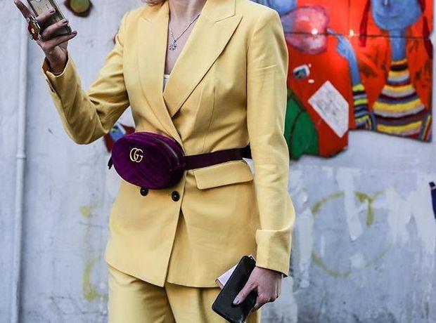Πώς φοράνε την πιο διάσημη belt bag οι fashionistas