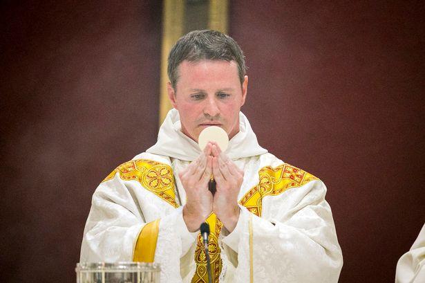 Έγινε ιερέας ο διάσημος ποδοσφαιριστής (φωτό)