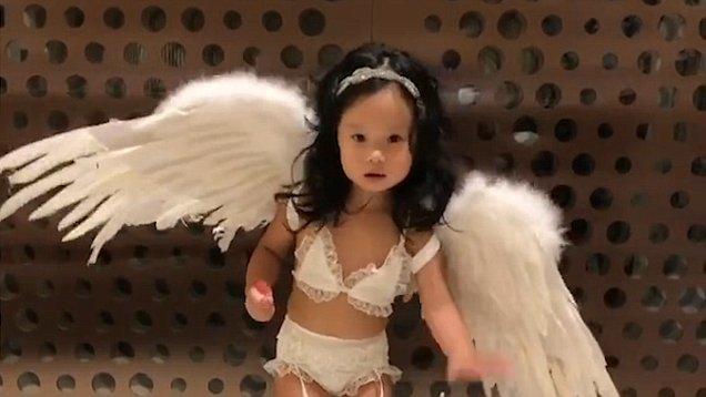 Σάλος με Ταϊβανέζα ηθοποιό που έντυσε τη 2χρονη κόρη της «αγγελάκι» της Victoria's Secret (εικόνες & βίντεο)
