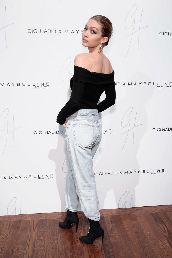H Gigi Hadid φόρεσε το πιο ωραίο jean παντελόνι που έχουμε δει τελευταία