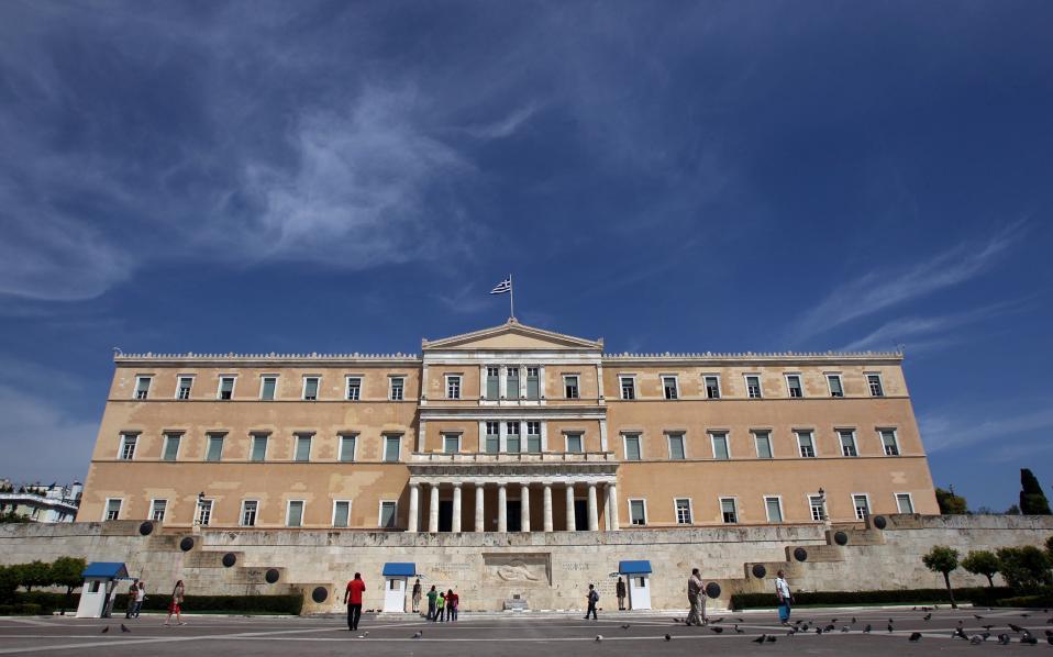 Γραφείο Προϋπολογισμού Βουλής: Χωρίς σοβαρή ελάφρυνση χρέους θα χρεοκοπήσουμε