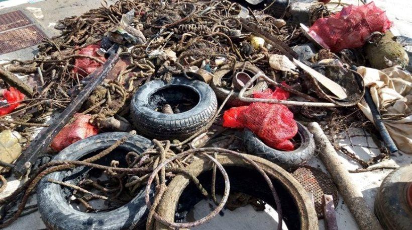 Κρήτη: Αμέτρητα σκουπίδια στον βυθό του λιμανιού της Παντάνασσας