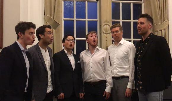 Βρετανικό group τραγουδά ακαπέλα το «Κοκοράκι» και γίνεται viral [βίντεο]