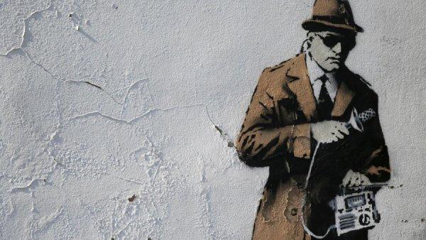 Facebook και Google «κλέβουν» τους κατασκόπους της Βρετανίας