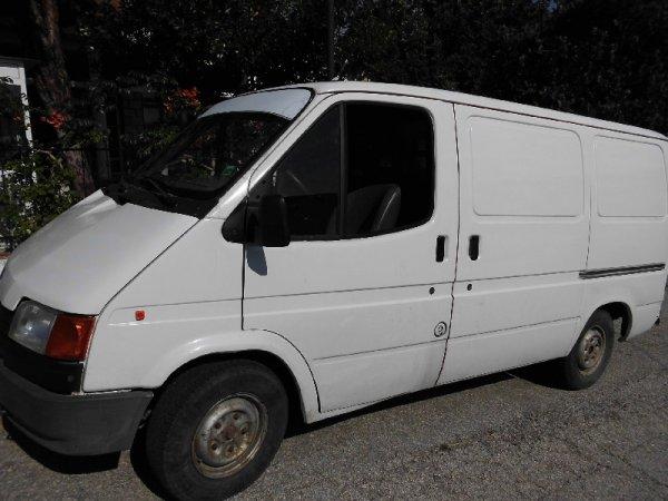 Σοκάρουν οι εικόνες 12χρονου μετανάστη κρυμμένου σε ταμπλό αυτοκινήτου (ΕΙΚΟΝΕΣ)