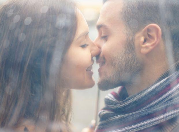 Πόσο σeξ θέλει πραγματικά μια γυναίκα για να είναι ευτυχισμένη;