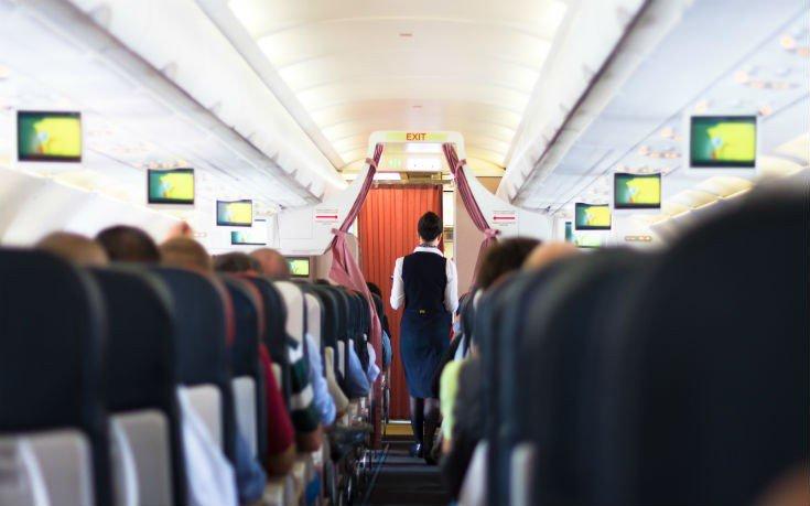 Αποκαλύφθηκε ο μυστικός κώδικας των αεροσυνοδών όταν εντοπίζουν έναν όμορφο άντρα στο αεροπλάνο
