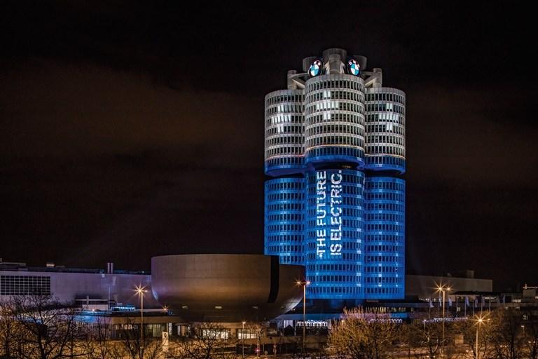 Το BMW Group τήρησε την υπόσχεσή του και παρέδωσε 100.000 ηλεκτρικά αυτοκίνητα
