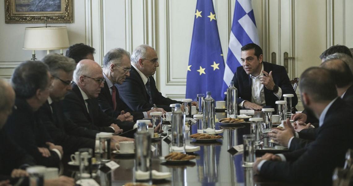 Συνάντηση Τσίπρα με την Ελληνική Ένωση Τραπεζών – Ανησυχία για τους πλειστηριασμούς