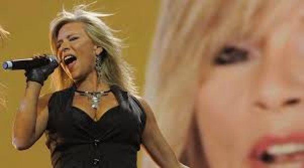 Η Σαμάνθα Φοξ αποκαλύπτει: Ξέχασα τα τραγούδια μου μπροστά σε 70.000 γuμνά πέη (φωτό)