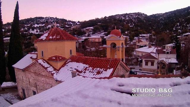«Κολοκοτρωνίτσι»: Χιονισμένο το γραφικό χωριουδάκι του Πώποτα και της Χαράς
