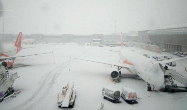 Χιονοπτώσεις πλήττουν τη Γερμανία – Ακυρώθηκαν 300 πτήσεις