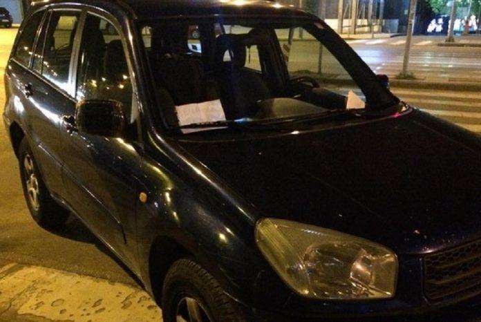Επικό σημείωμα περαστικών σε οδηγό που πάρκαρε παράνομα [φωτο]