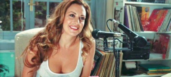 Ατημέλητη στο σπίτι, θεά στη σκηνή – Ελληνίδα ηθοποιός δείχνει το πριν και το μετά (φωτό)