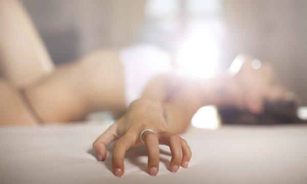 Οι 7 βασικές αιτίες που οι γυναίκες προσποιούνται τον οργασμό