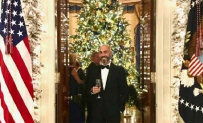 Βαλάντης: Ο τραγουδιστής ποζάρει με τον Ντόναλντ Τραμπ και την Μελάνια! – Δείτε το στιγμιότυπο