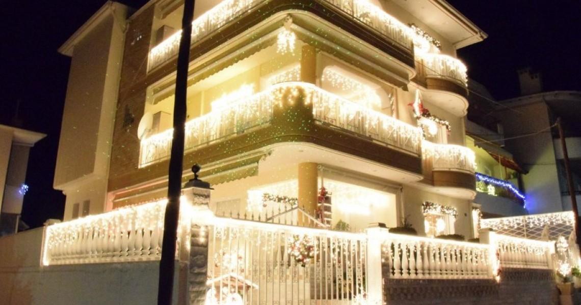 Viral έγινε χριστουγεννιάτικος στολισμός σπιτιού στην Κοζάνη [βίντεο]